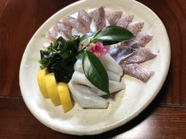 地魚と新わかめのしゃぶしゃぶ(例)