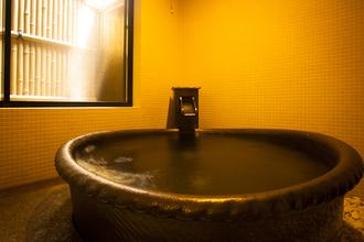 ヒノキと陶器の2趣の貸切り温泉あり(陶器)