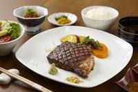 ステーキ御膳(写真はお肉150g)