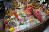 旬魚の豪華舟盛り