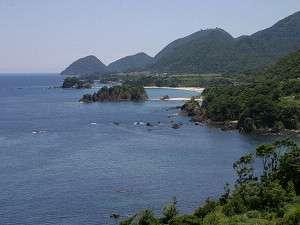 京丹後市、丹後町の丹後松島です。海底が透き通って見えるほど綺麗です。