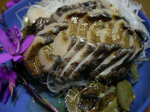 活アワビのお刺身は鮮度が良く磯の香をお楽しみ頂けます。