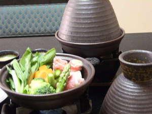 タジン鍋。懐石コースのメニューに入っています。蒸し鍋です。
